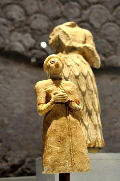 Estatua de adoración sumeria