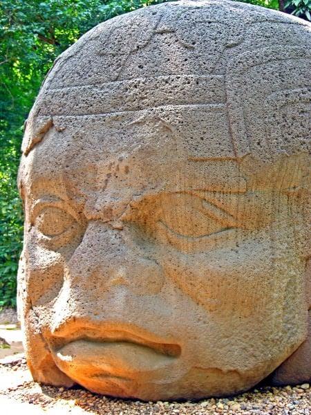 Cabeza de piedra colosal olmeca