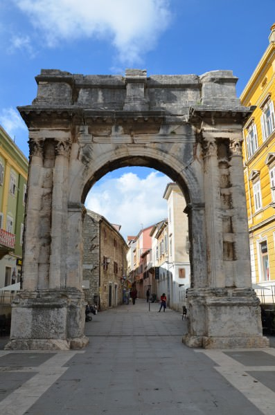 Arch of the Sergii, Pula