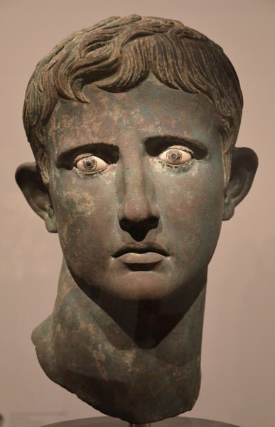 Cabeza de bronce de Augusto