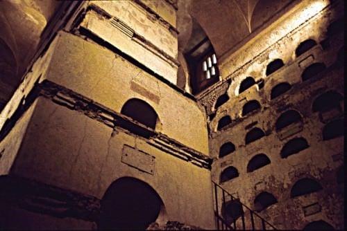 Columbarium 1 en Vigna Codini: Loculi y Pilar Central
