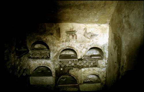Fresco de pato y trípode, Columbarium 3, Vigna Codini