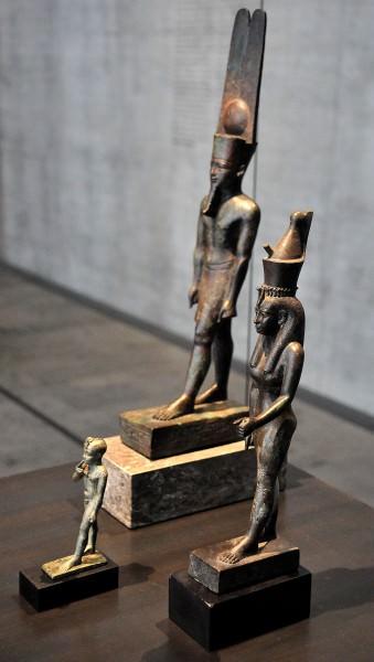 Amun, Mut e Khonsu