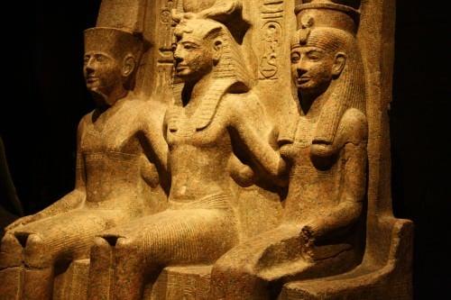 Amun, Ramesses II e Mut