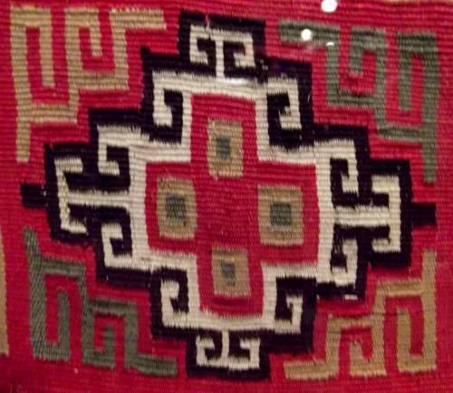 Motivo textil geométrico inca