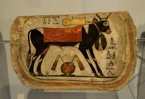 Pies de ataúd pintado con Apis Bull