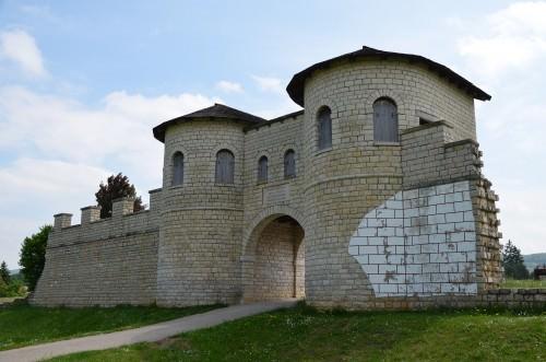 Reconstruido puerta de la fortaleza romana Biriciana, Alemania