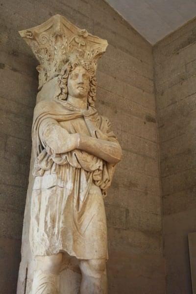 Phrygian cautivo, Corinto