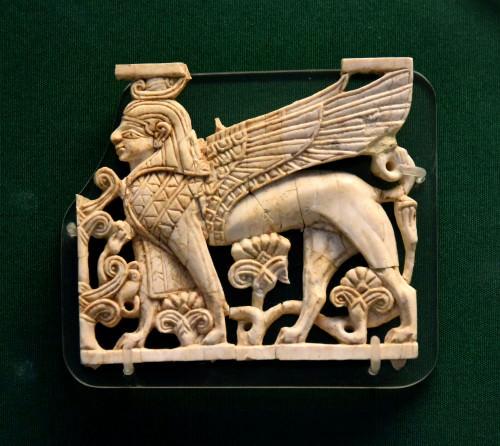 Nimrud Ivory Placa de una Esfinge egipcia