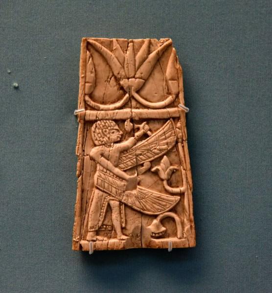 Nimrud Ivory Panel de un hombre alado