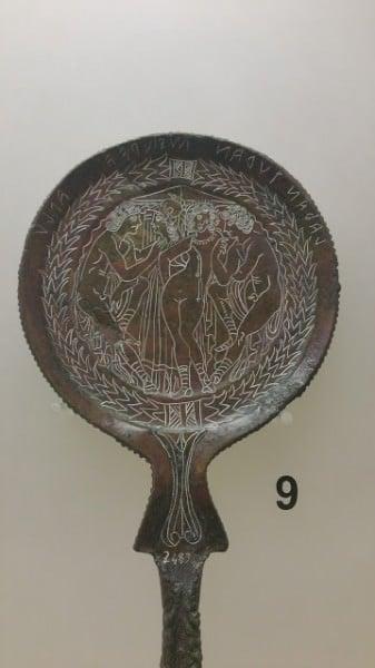 Espejo etrusco de bronce