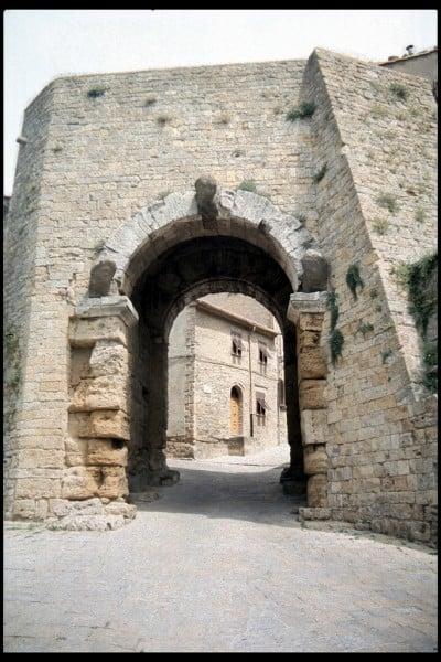Porta todo 'Arco, Volterra