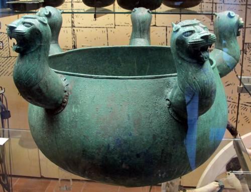 Calderone di bronzo etrusco