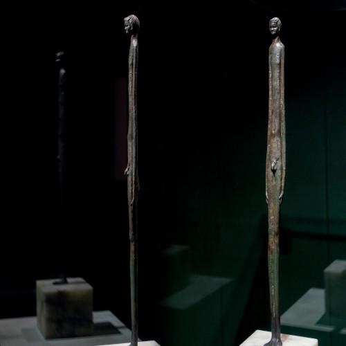 Scultura di figura di 'Ombra serale' etrusca