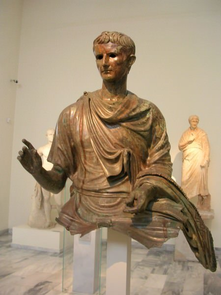 a review of the leadership of caesar augustus Octavian, who later becomes caesar augustus, is the main character of this book his life sets the parameters of the book we begin by learning of octavian as a young.