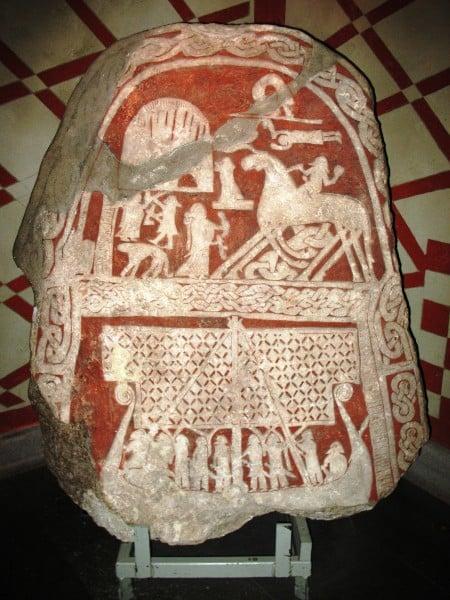 Odin en Sleipnir (piedra de imagen Tjängvide)