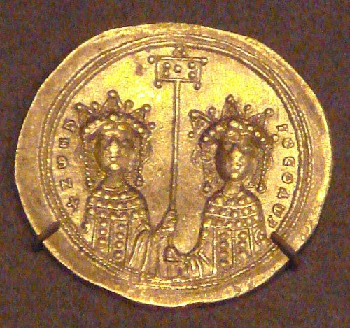 Gold Coin depicting Zoe and Theodora