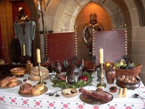 Mesa de cena medieval