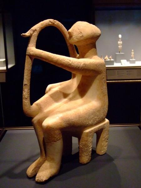 Estatuilla del jugador de arpa cicládica