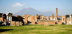 Pompeii and Mt. Vesuivus (mchen007)