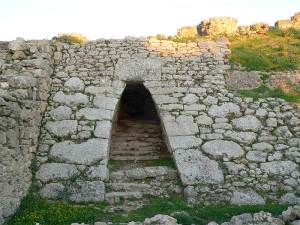Entrance to the royal palace at Ugarit (Disdero)